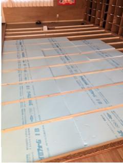 津島市学童保育の畳からタイルカーペットへリフォーム。
