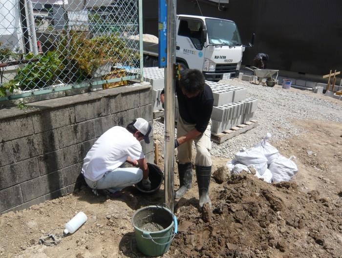 蟹江町の駐車場で引き込みポールを建てました。