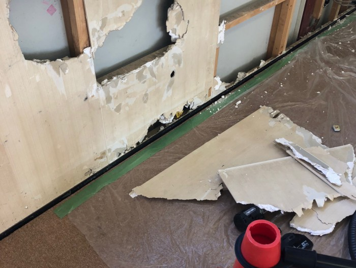 学童保育の壁補修